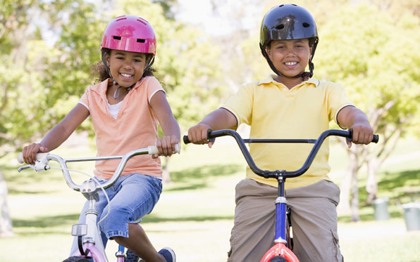 Kids_Riding_bikes-LiveWell