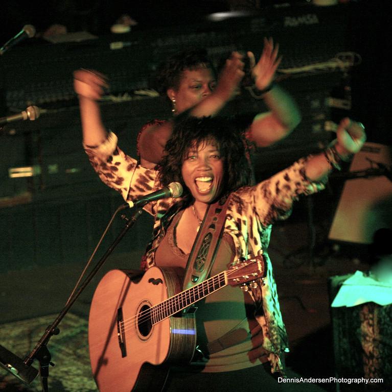 Free Acoustic Showcase: Lisa Sanders