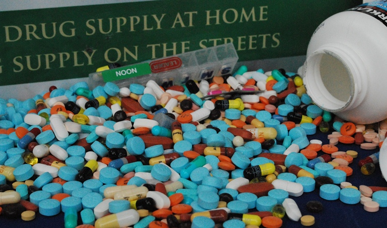 picture with lots of prescription drugs