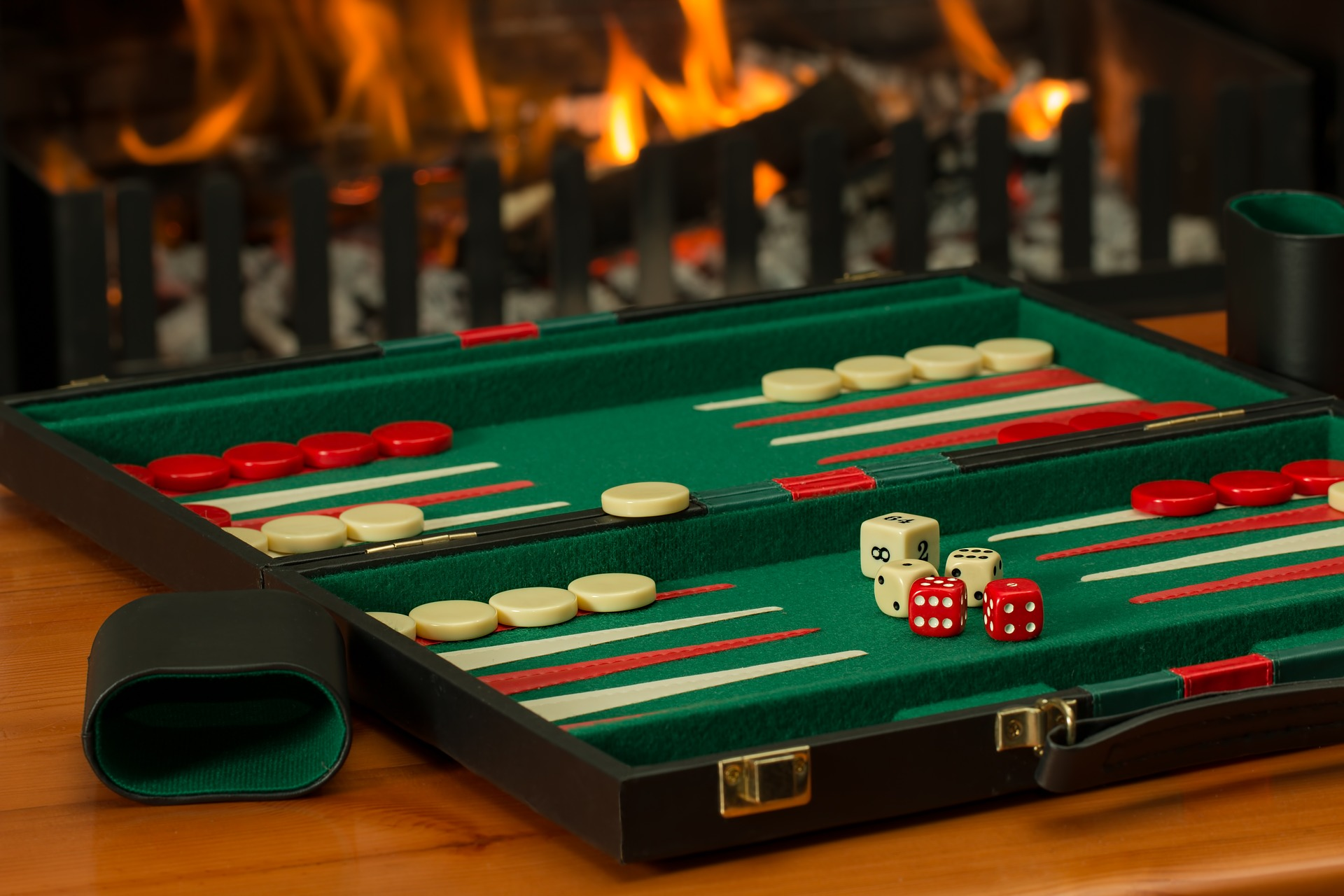 backgammon-2488089_1920