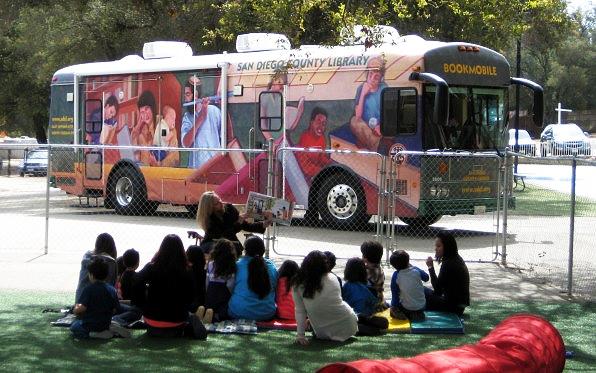bookmobile-studentsreading