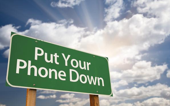 driving_putyourphonedownsign