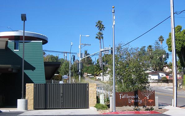 fallbrook_flagpole