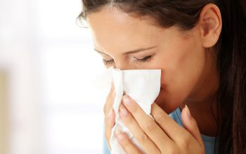 flu-woman-sneezing