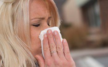 flu-woman-tissue