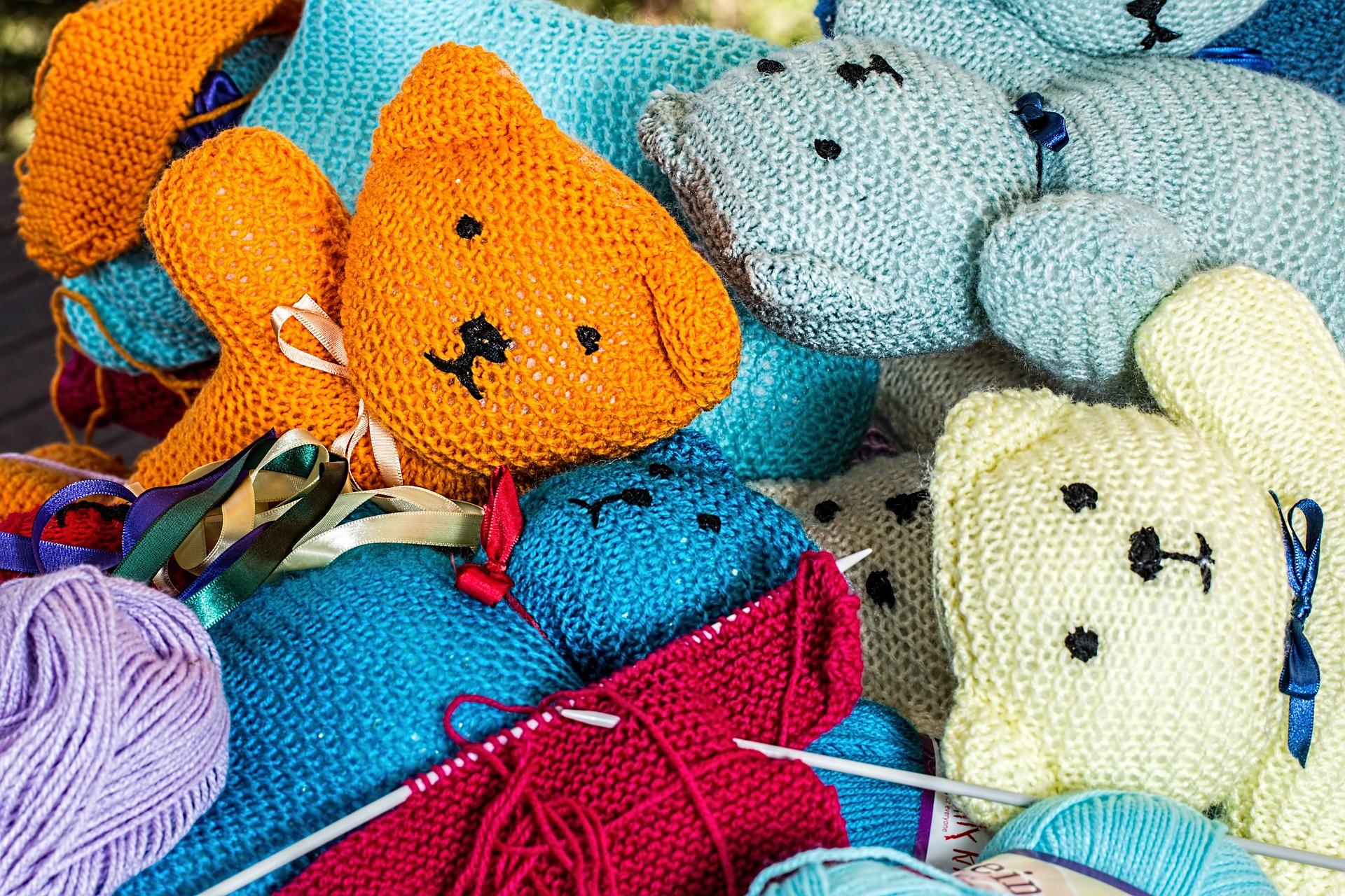 Knitting and Sewing Circle Vista Library