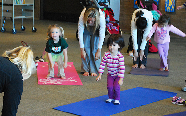 toddler-yoga-group